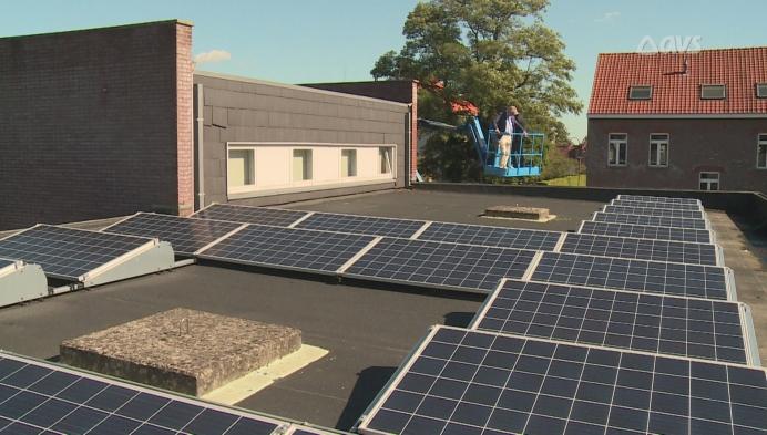 Veneco legt zonnepanelen op overheidsgebouwen