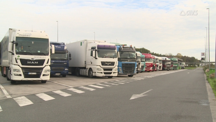 Sensoren en een app moeten capaciteitsproblemen op snelwegparkings oplossen